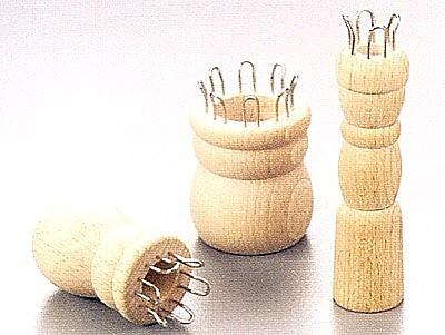 Strickliesel aus Naturholz mit 4 Haken